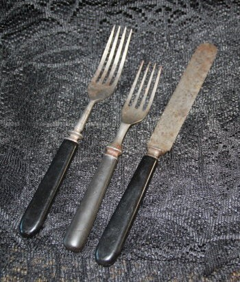 PARANORMAL ARTIFACT :: TURN OF THE CENTURY FLATWARE (C5, TIER 2)